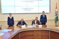 Подписи под документом 17 сентября поставили Губернатор Андрей Травников и председатель совета директоров ООО «МедИнвестГрупп» Виктор Харитонин.