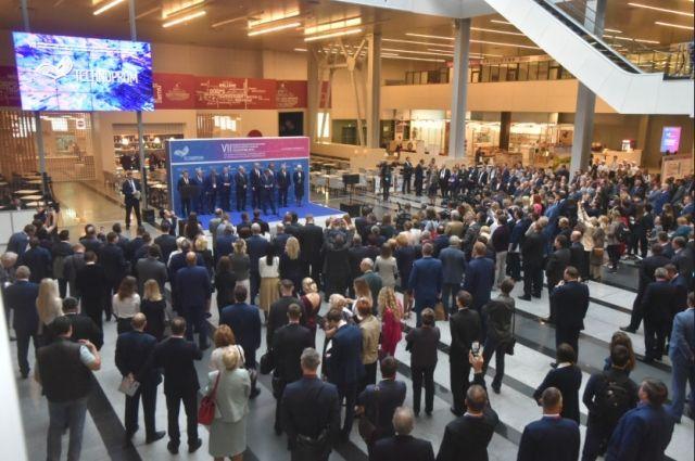 Также глава региона принял участие в торжественном открытии выставки науки, технологий и инноваций «Технопром-2019» и Сибирской венчурной ярмарки.