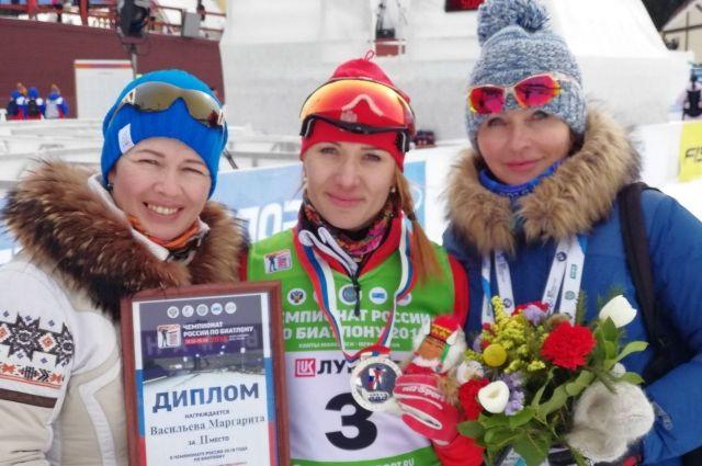 Маргарита Васильева (в центре) с Ольгой Медведцевой и тренером Людмилой Пановой.