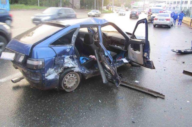 В Ижевске пьяный водитель устроил ДТП, уходя от погони
