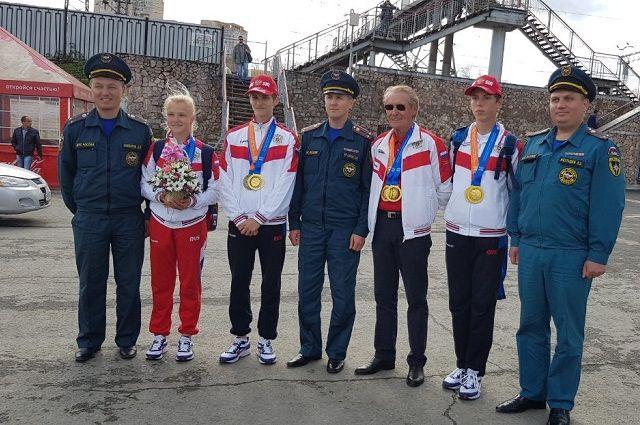 17 сентября победителей встречали на главной площади вокзала Пермь II сотрудники краевой МЧС