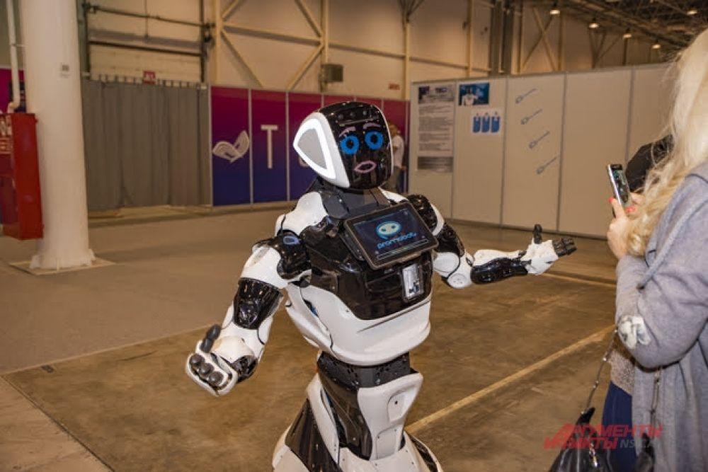 А также пообщаться с настоящими роботами