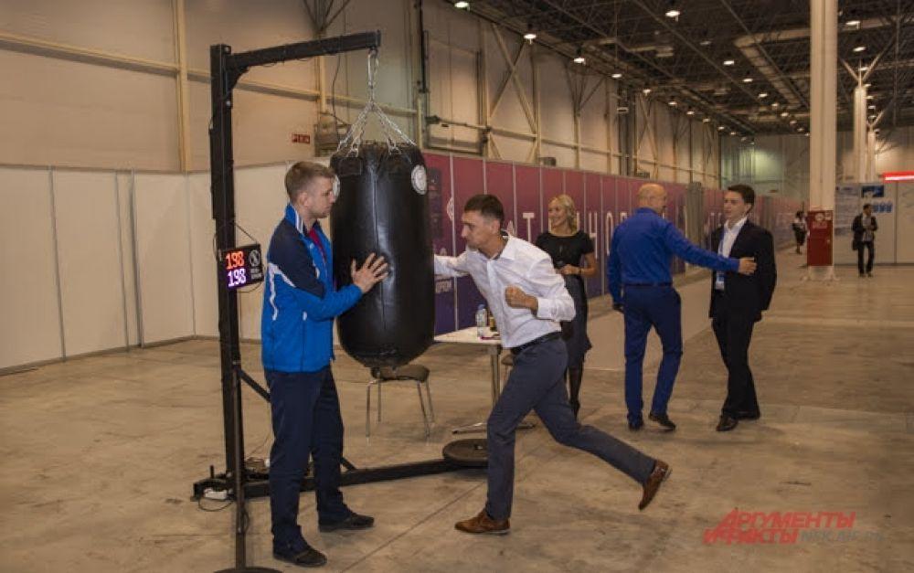 Участники и гости на площадках форума могли измерить свою силу