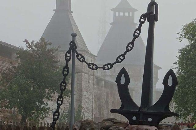 На территории монастыря установлен памятник иеромонахам, служившим судовыми священниками на судах Доброфлота и во время русско-японской войны.