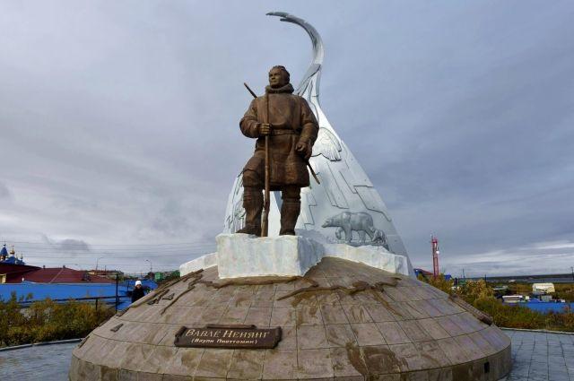 В поселке Тазовский установили монумент Ваули Пиеттомину