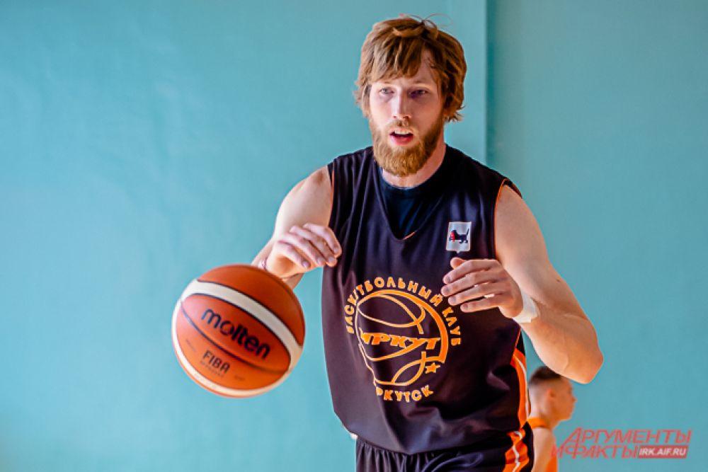 Тренерский штаб возглавил Евгений Горев, до этого проработавший три сезона в клубе «АлтайБаскет»