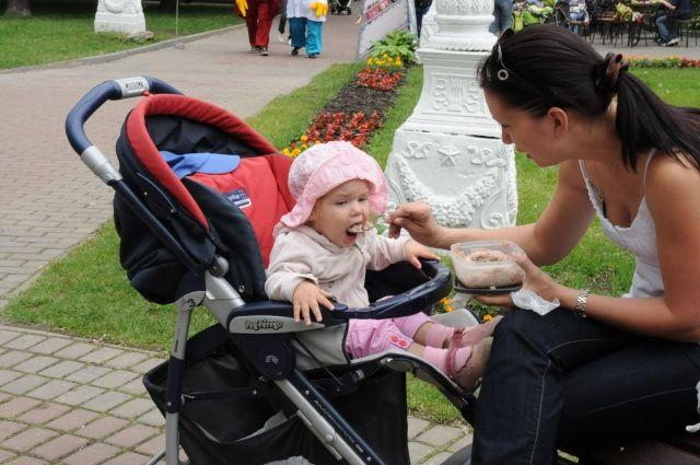 Прокормить ребёнка станет проще, так как семьям помогут материально.