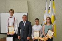 Игорь Тавлуй наградил лучших учеников
