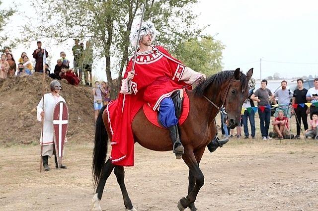 Участники 11 клубов исторической реконструкции со всей России показали гостям праздника путешествие во времени.