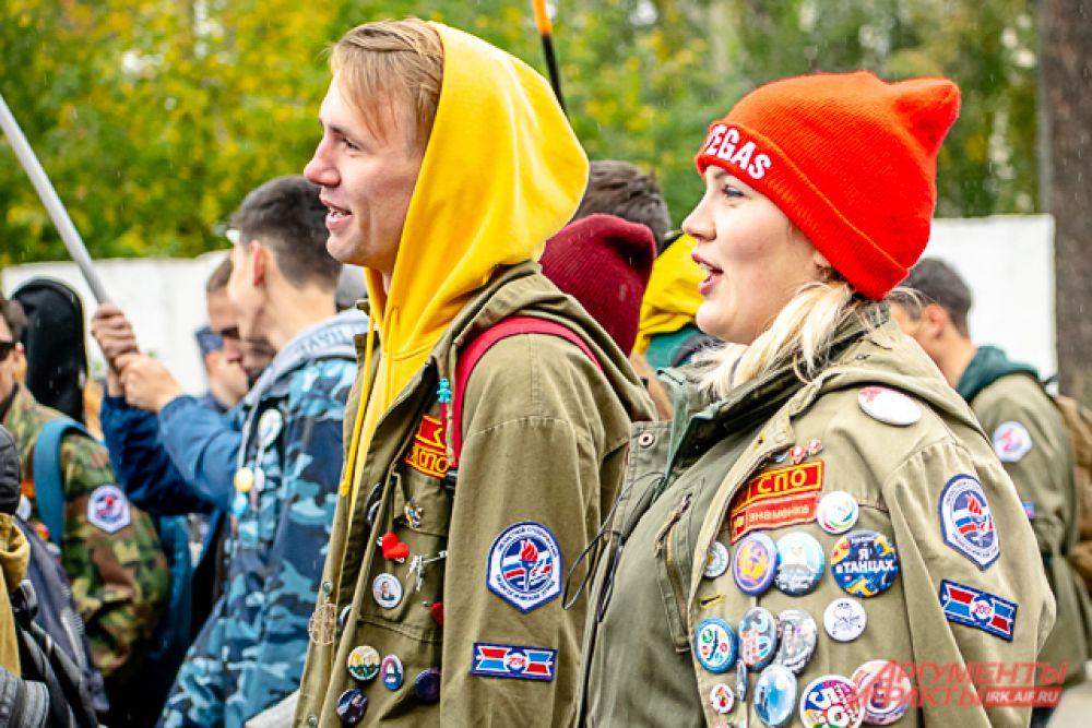 Участвовали в параде не только отдельные университеты, институты, техникумы и колледжи, но и студенческие объединения, например, педотряды