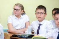 Самая знаменитая болезнь школьников — близорукость.
