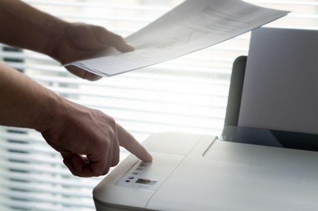 Экономит, не теряет документы, различает сотрудников.