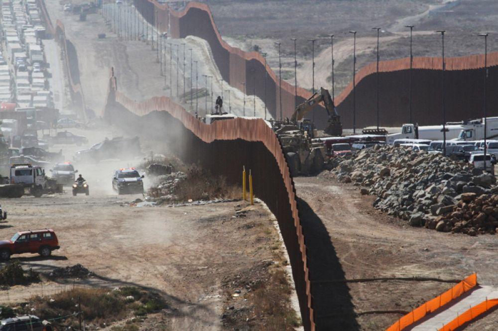 Стену на границе с Мексикой при Трампе Соединенные Штаты начали строить в 2018 году.