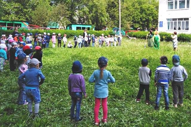 В детском саду №7, куда ходил малыш, первыми забили тревогу.