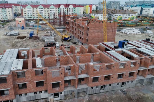 В Губкинском для переселения из аварийного фонда возводят новое жилье