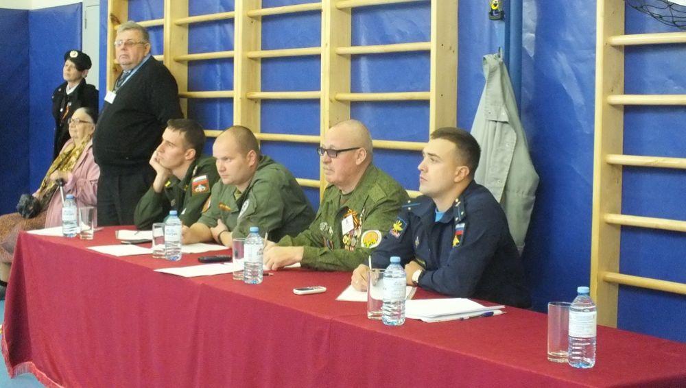 Оценивали умение ребят ветераны российской армии.