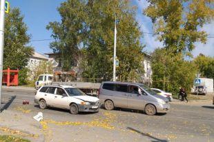 От удара женщину отбросило на автомобиль «Ниссан» двигавшийся со встречного направления.