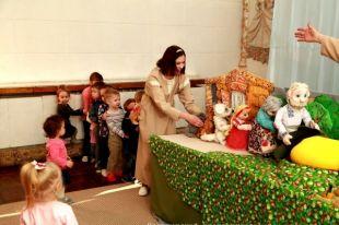 Сказочную репку в беби-театре можно тянуть вместе с артистами.