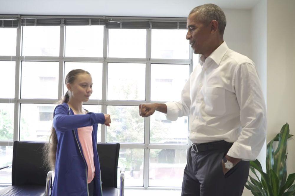 Шведская школьница Грета Тунберг, которая активно борется с изменением климата, и бывший президент США Барак Обама во время встречи в личном кабинете Обамы в Вашингтоне.