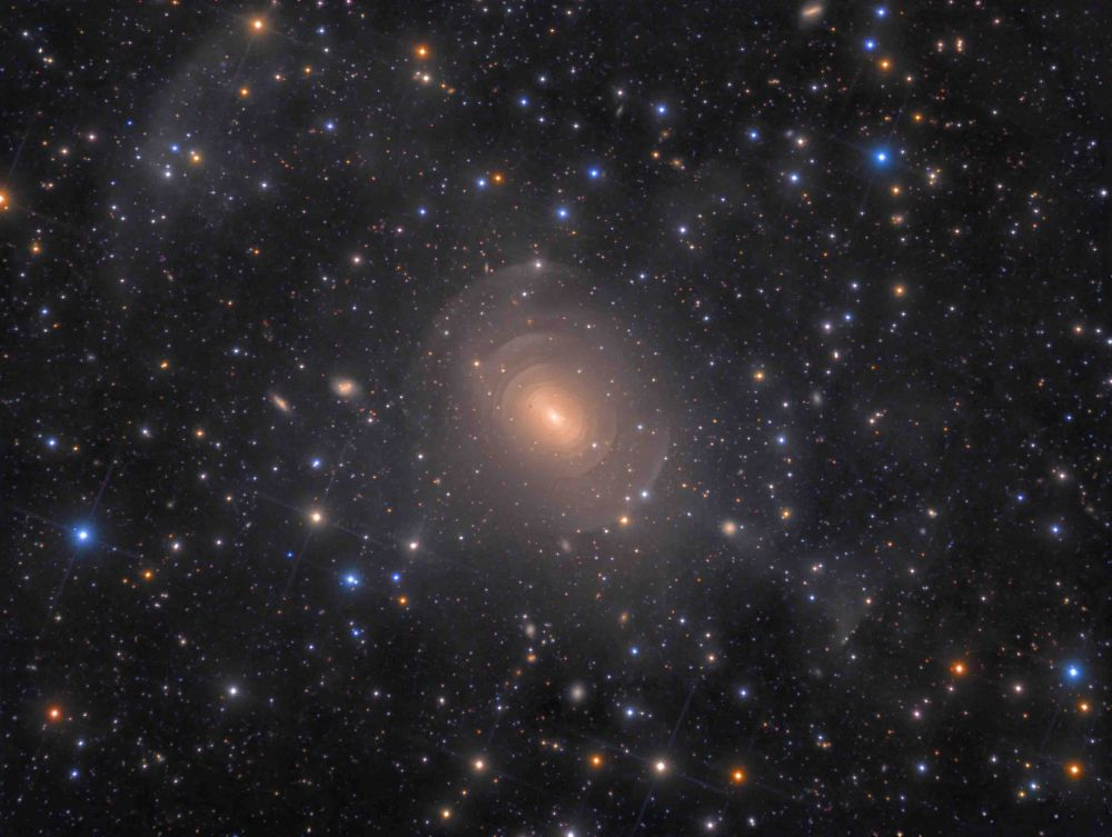 Эллиптическая галактика NGC 3923 в созвездии Гидры — победитель в категории «Галактики».