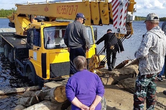 На озере Алебашево начали устанавливать плавучий понтон