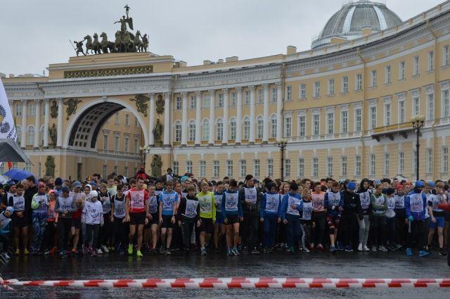 В Петербурге прошел забег, в котором приняли участие почти 20 000 человек.