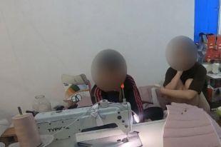 Под Одессой мигранты штамповали в подпольном цехе «брендовую» одежду