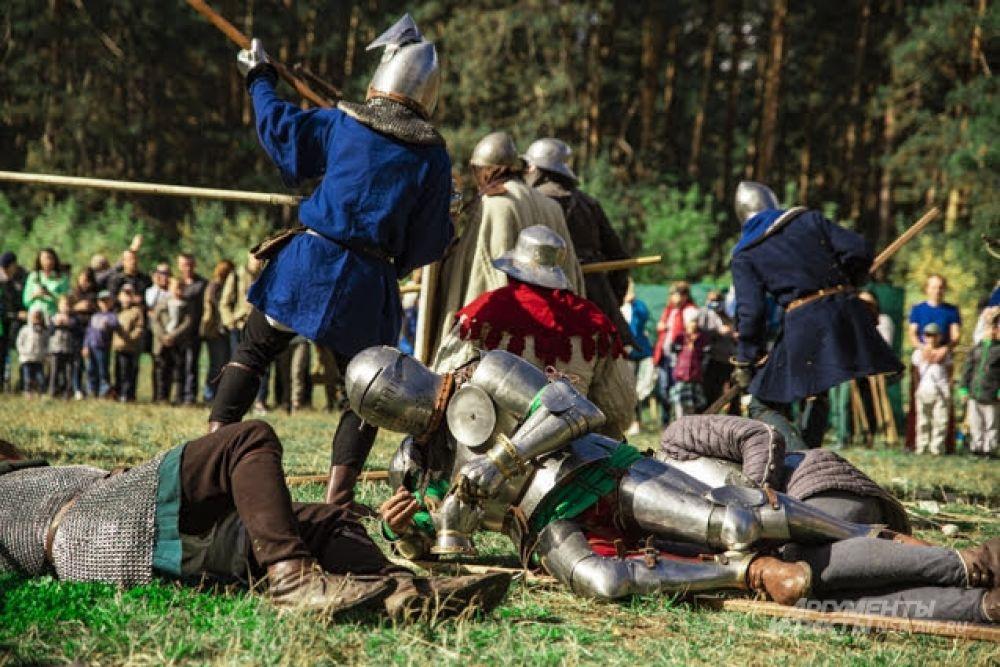 В программе фестивалей массовые рыцарские сражения и поединки