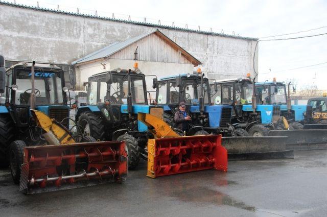 Дорожники выгнали снегоуборочную технику на улицы Салехарда