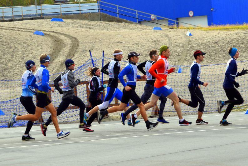 Наряду с любителями в Мурманске на старт вышли профессиональные спортсмены, ветераны спорта, школьники – более 1000 человек.