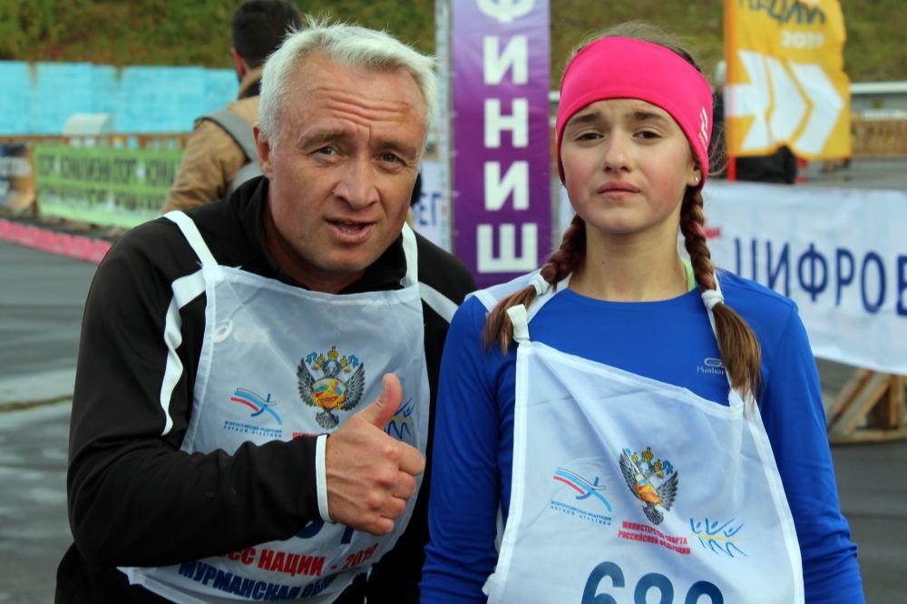 Победительница Виталина Шайфуллина и её тренер довольны: «Очень здорово, что победила. Мне удалось опередить очень сильных бегуний. И это моя главная радость!».