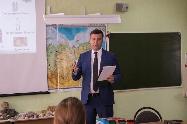 Министр природных ресурсов и экологии Ростовской области Михаил Фишкин рассказывает о раздельном сборе мусора.