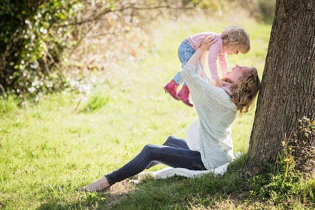 Специалист со стажем советует больше играть с ребёнком вместо того, чтобы водить его на многочисленные курсы чтения и письма.
