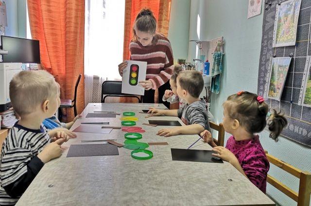 В ведении комитета по социальной политике Петербурга находятся 19 организаций, в которых живут более 1300 несовершеннолетних воспитанников и почти 70 выпускников в возрасте от 18 до 23 лет.