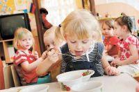 Молочная продукция составляет основную часть в рационе детского питания.