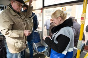 Стоимость проезда в автобусах, троллейбусах и трамваях повысится с 23 до 28 рублей за одну поездку.