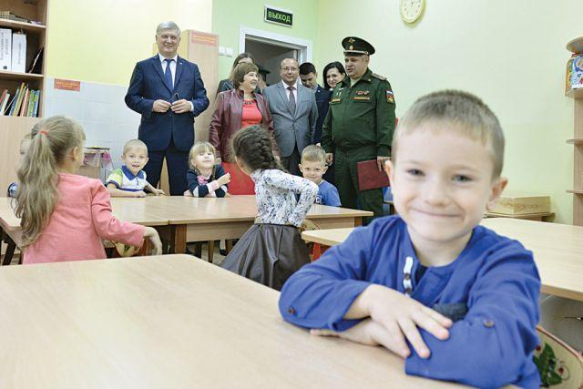 Александр Гусев побывал в детсаду № 144,  который сегодня посещают более 160 детей  военнослужащих.