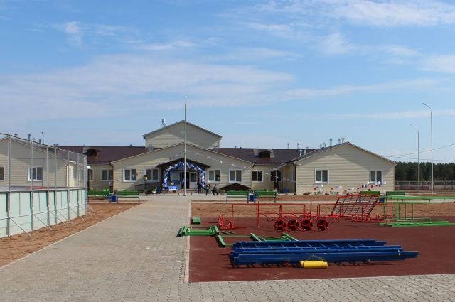 Жители села Кривая Лука ждали новую школу с 1988 года.