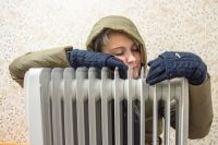 Пока убирать обогреватели рано: первым делом тепло начнёт поступать в детские и социальные учреждения и только потом - в жилые дома.