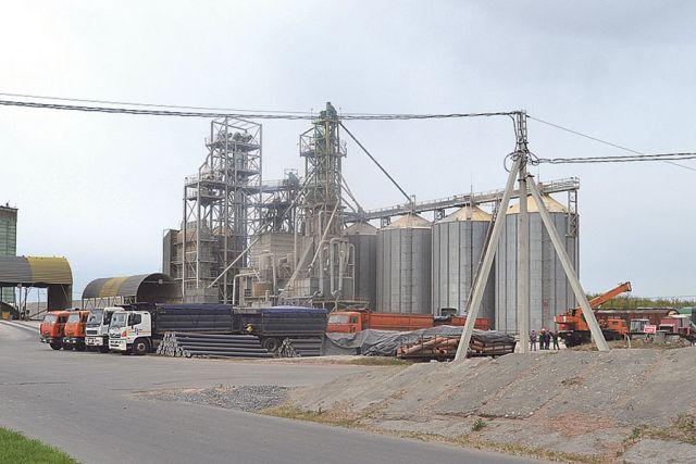 Объём единовременного хранения зерна на элеваторе – 145 тыс. тонн.