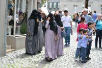 Как сейчас принято говорить в Германии: на фото – женщины в мультикультурной одежде.