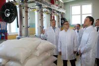 Во время визитов на предприятия Алексей Текслер неоднократно говорил, что нам нужно современное производство, где люди получают достойную зарплату.