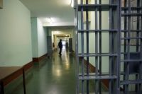 Во время проведения надзорных мероприятий сотрудники прокуратуры опросили заключённых колонии, изучили служебную документацию.