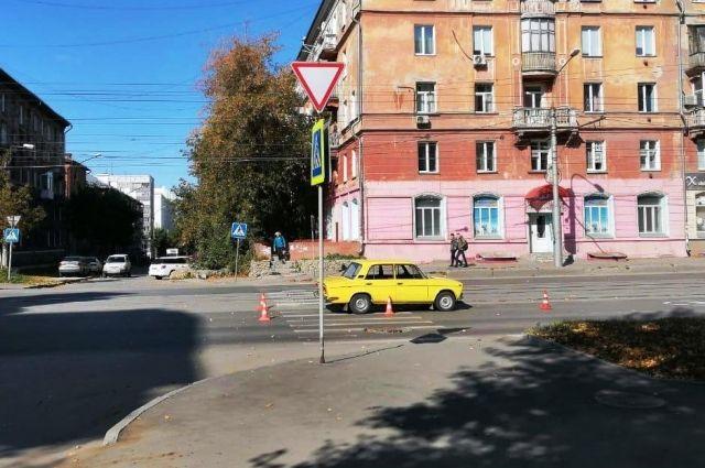 Госавтоинспекция Новосибирска обращается ко всем водителям с просьбой быть внимательнее и уступать дорогу пешеходам.