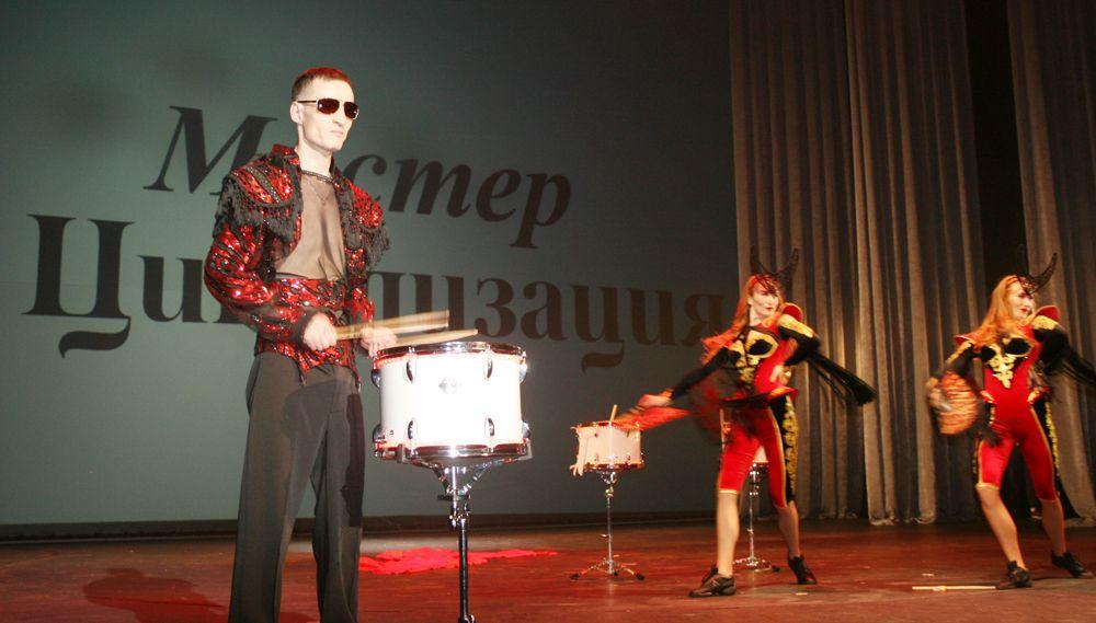 Шоу барабанов от Константина Пунегова.
