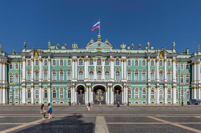 Зимний дворец присутствует в десятках фильмов.