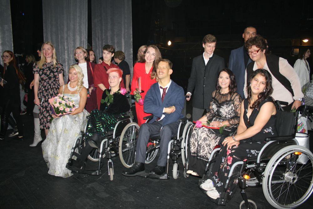 Сильных духом мужчин поддерживали участницы прошлогоднего конкурса «Мисс Цивилизация».