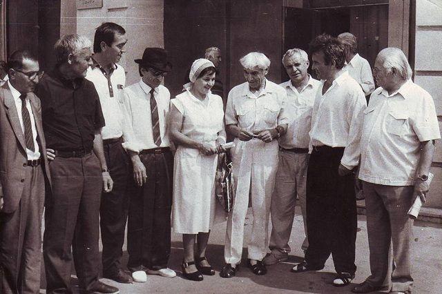 Абу Исмаилов (второй справа) на съезде писателей в июне 1994 года, перед первой чеченской войной.