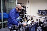 Учёные Самарского университета совместно с коллегами из Самарского филиала ФИАН разработали лазер в рамках научно-исследовательской лаборатории «Структура и динамика квантовых систем» под руководством американского профессора Майкла Хэвена.