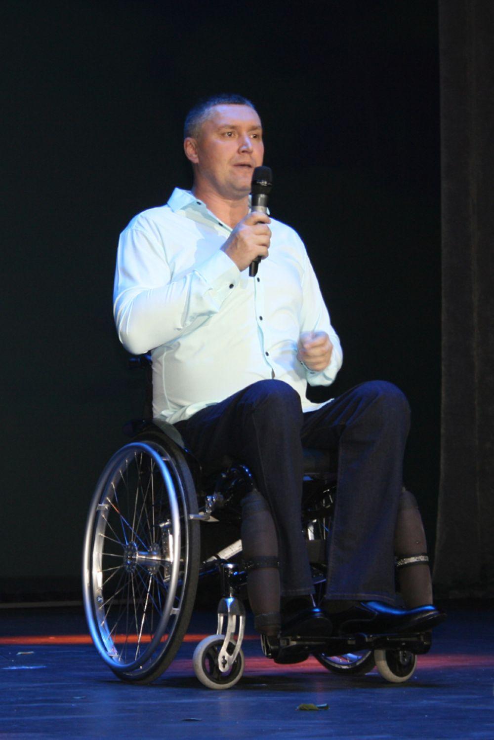 Олег Перминов – член сборной Свердловской области по керлингу на колясках, а пение – его хобби.